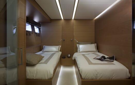 Motor Yacht 4A twin cabin