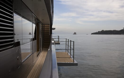 Motor Yacht 4A side deck