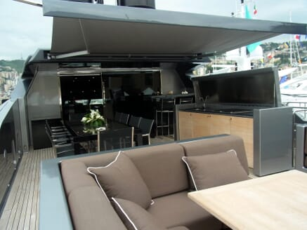 Motor Yacht 4A outdoor seating