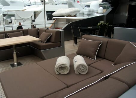 Motor Yacht 4A sun loungers