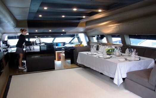 Motor Yacht 4A bridge
