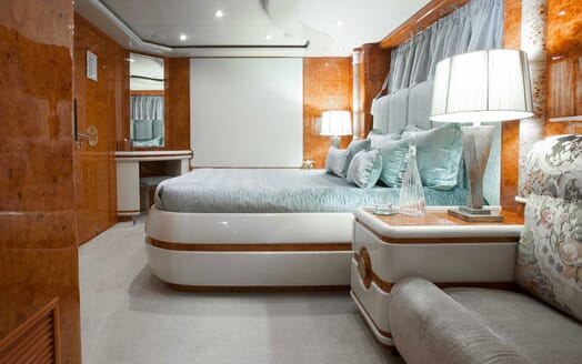 Motor Yacht Wheels Double Stateroom