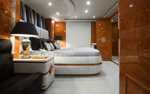 Motor Yacht Wheels Pillows and Bed Detail
