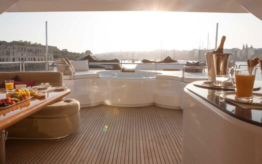 Motor Yacht Wheels Sun Deck Jacuzzi and Sun Loungers