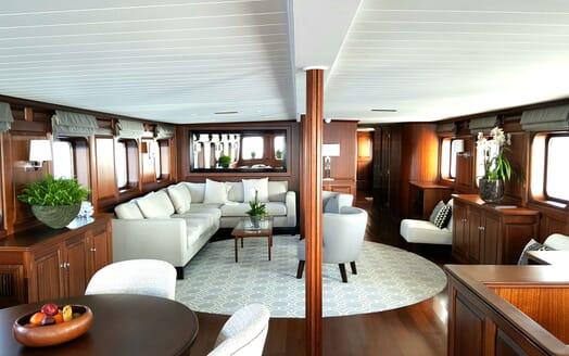 Motor Yachts TRAFALGAR Main Saloon