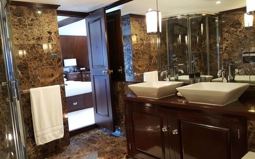 Motor Yachts TRAFALGAR Master Bathroom