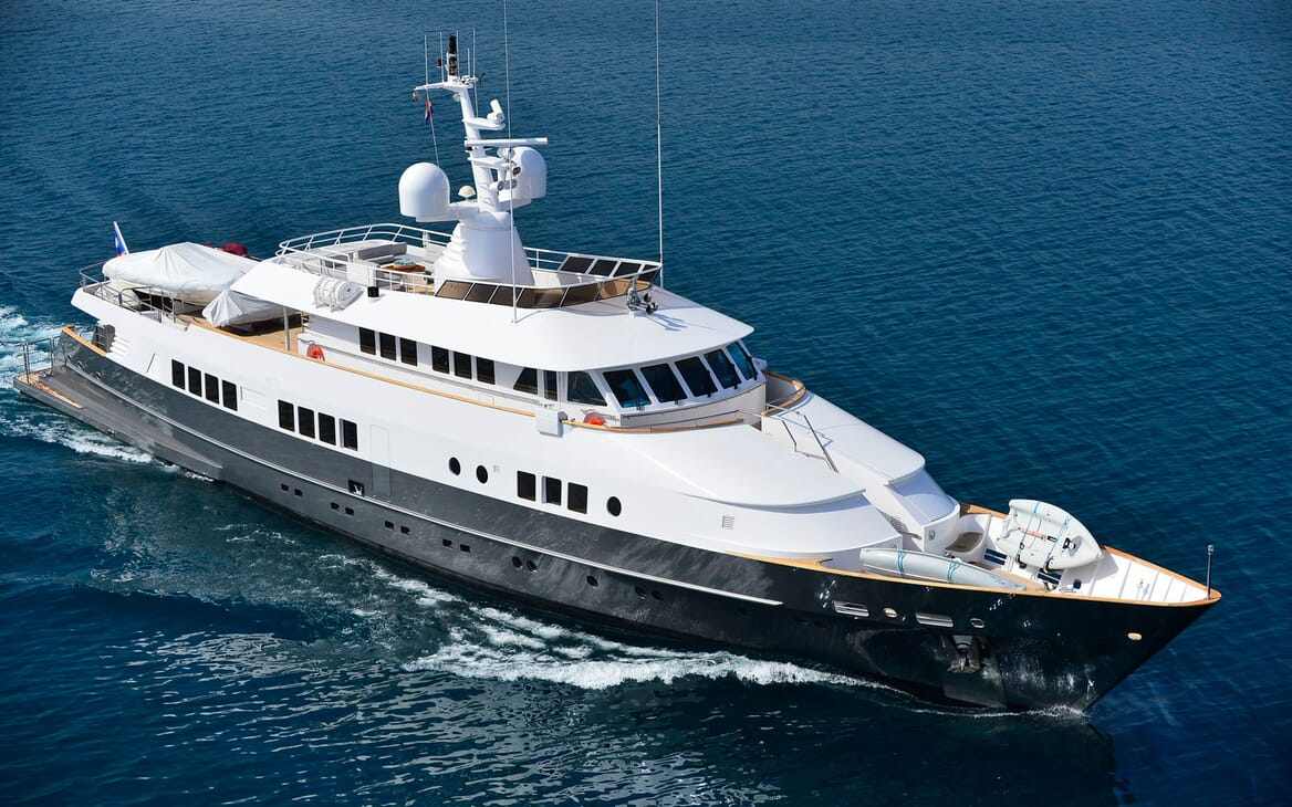 Motor Yacht Berzinc Underway