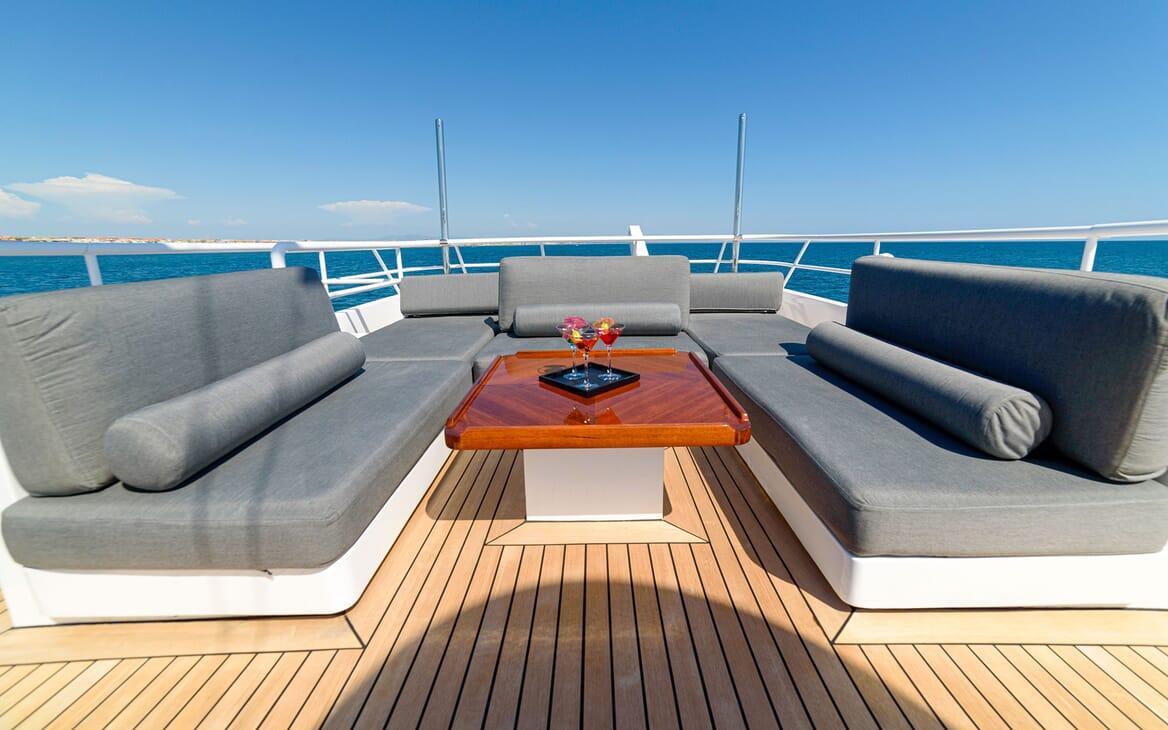 Motor Yacht Berzinc Sun Deck Seating