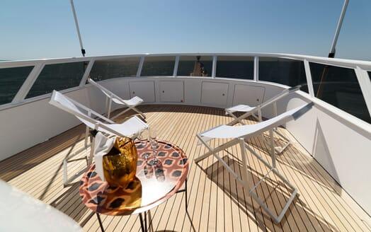 Motor Yacht Berzinc Towels