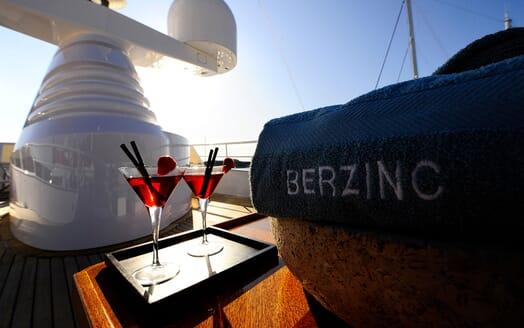 Motor Yacht Berzinc Sun Loungers