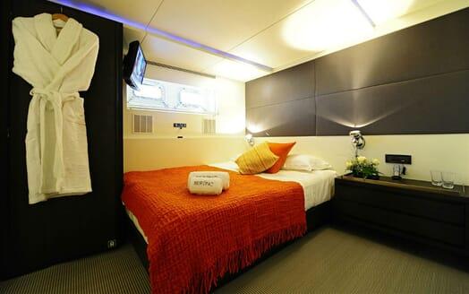 Motor Yacht Berzinc Double Stateroom