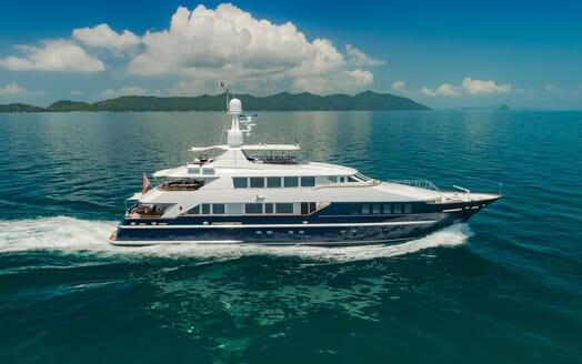 Motor Yacht LADY AZUL Profile