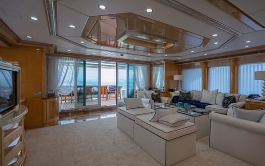 Motor Yacht LADY AZUL Main Saloon