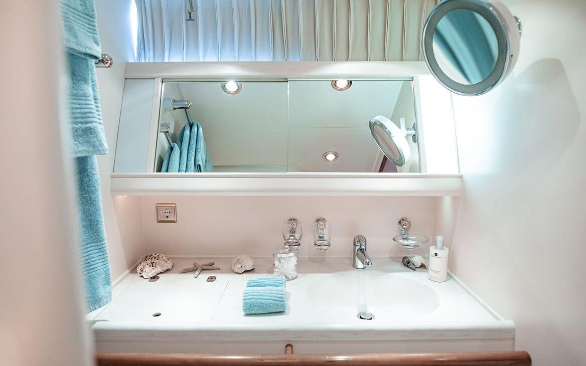 Sailing Yacht SCARENA Twin Guest Bathroom