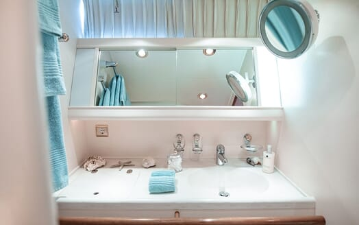 Sailing Yacht SCARENA Twin Guest Bathroom