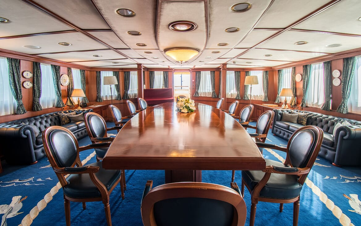 Motor Yacht SEAGULL II Dining Table