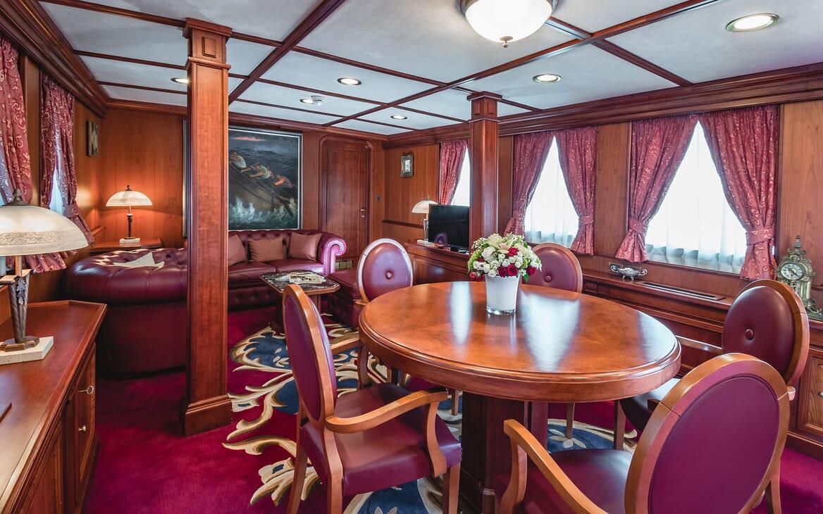 Motor Yacht SEAGULL II Saloon Table
