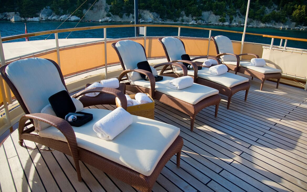 Motor Yacht SEAGULL II Sun Loungers