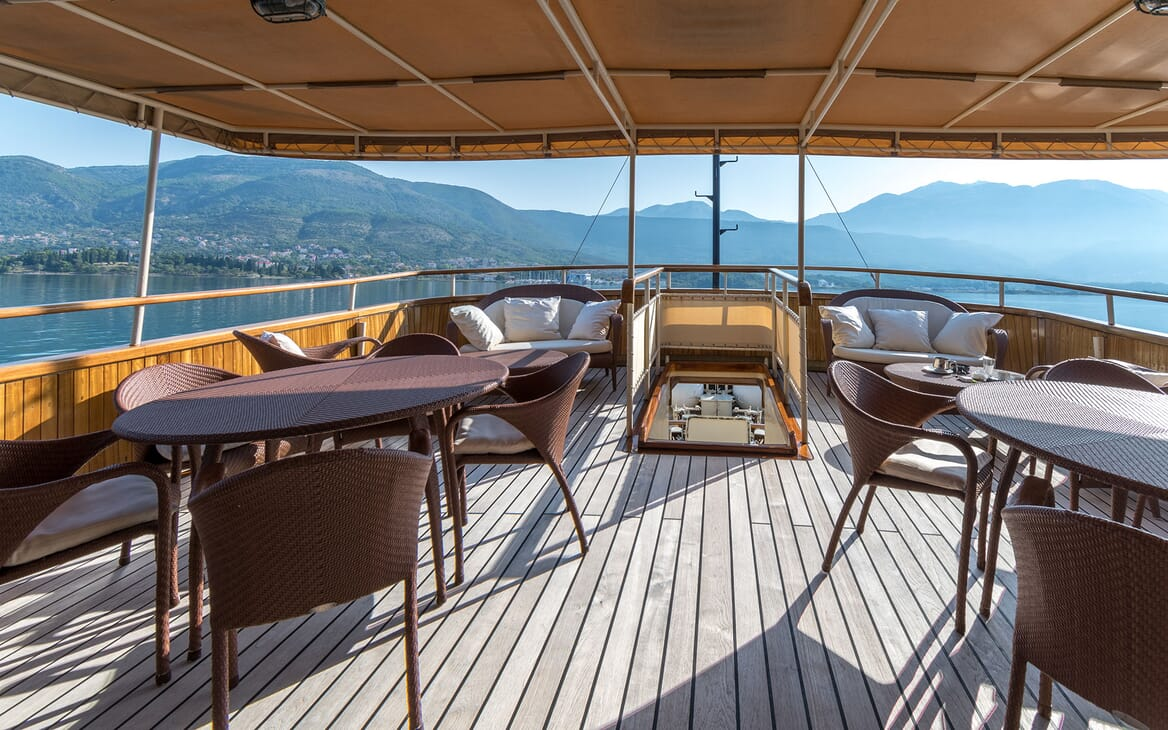 Motor Yacht SEAGULL II Aft Deck Seating