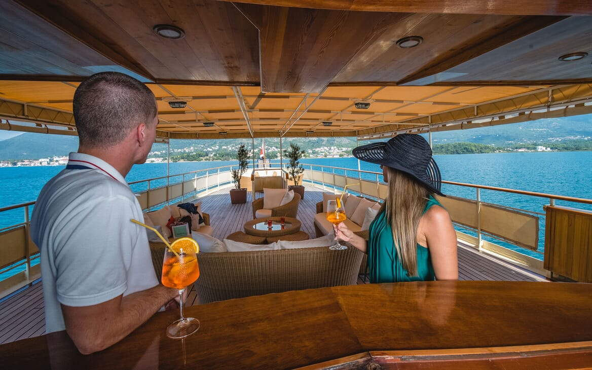 Motor Yacht SEAGULL II Guests at the Bar