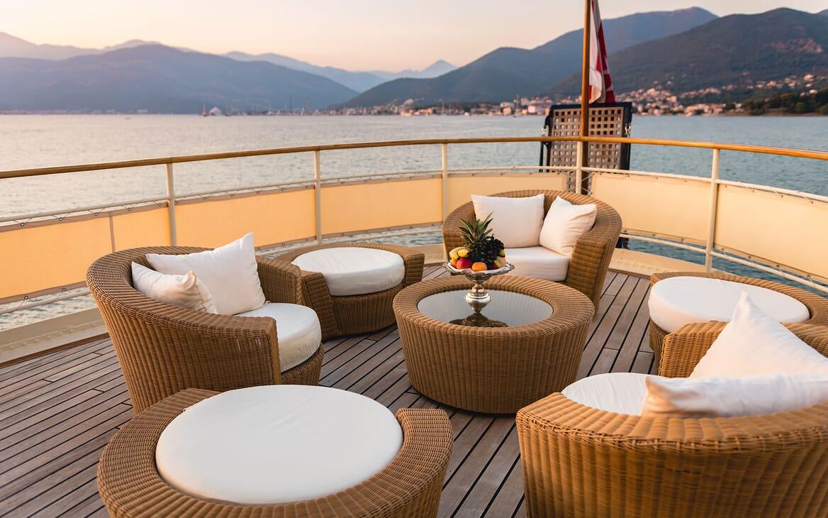Motor Yacht SEAGULL II Deck Seating