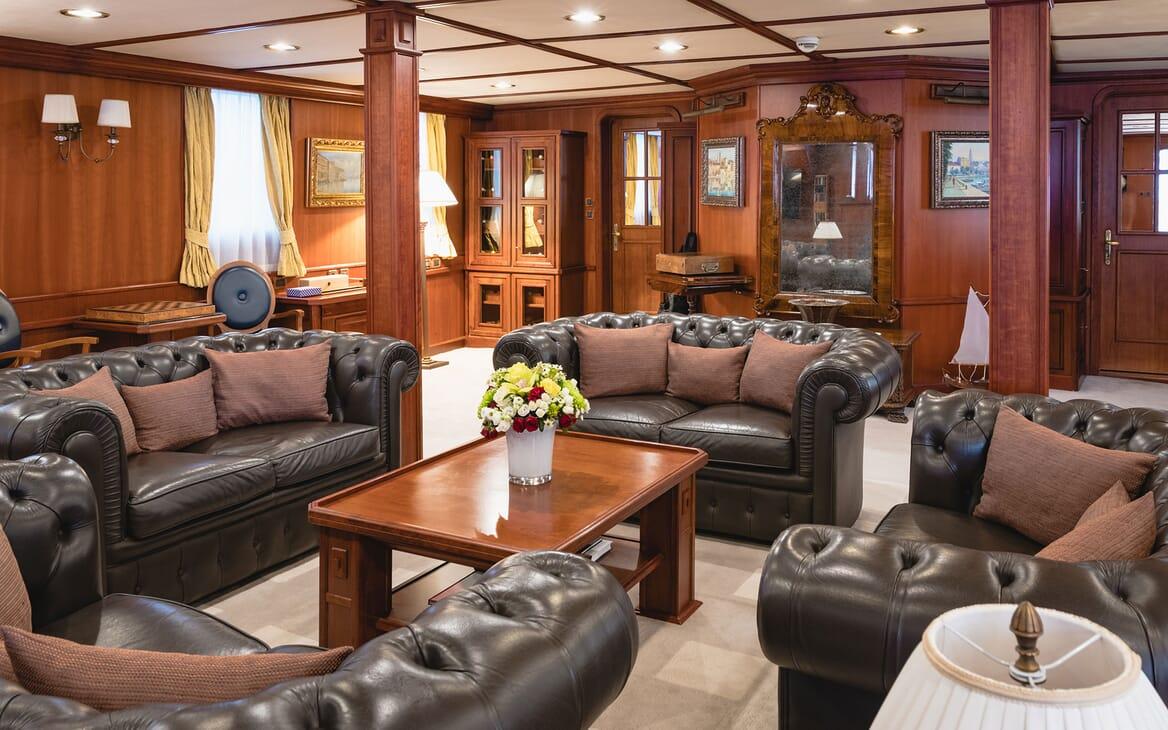Motor Yacht SEAGULL II Main Saloon