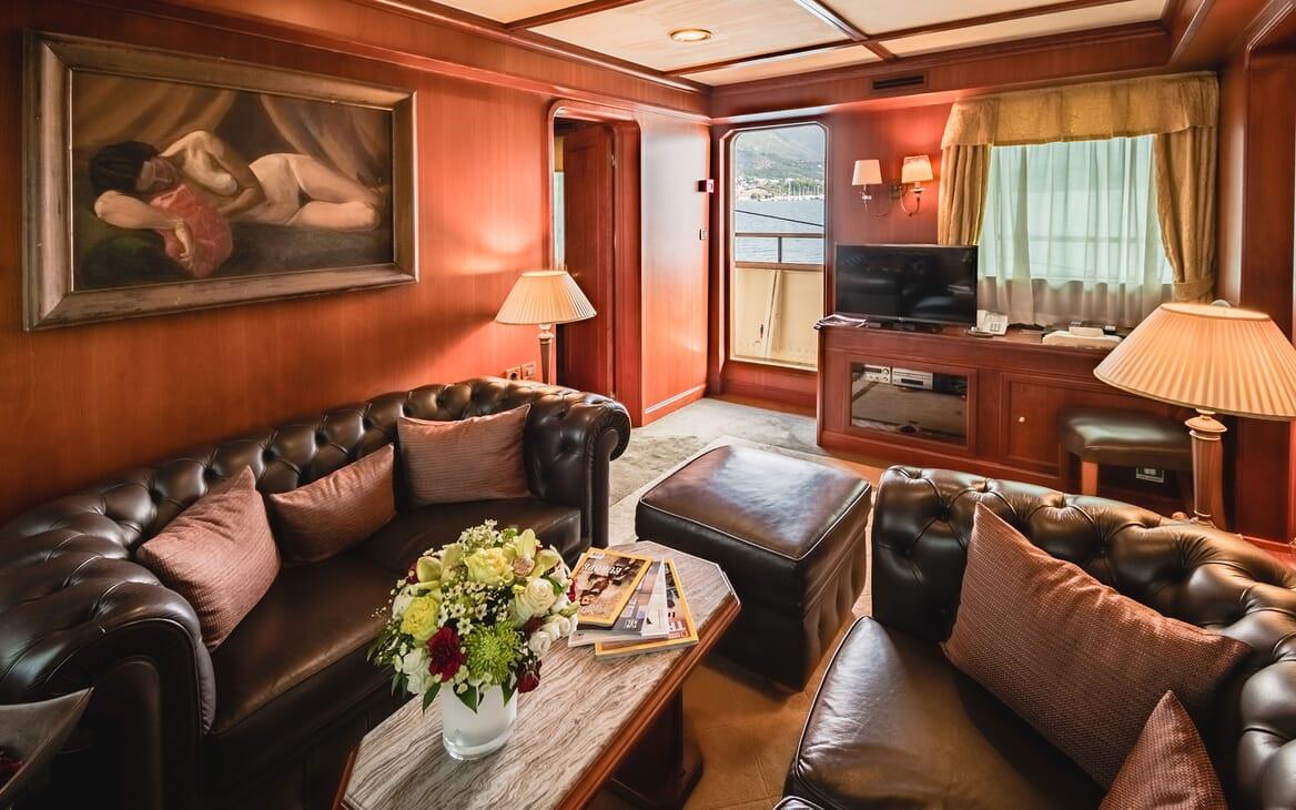 Motor Yacht SEAGULL II Saloon