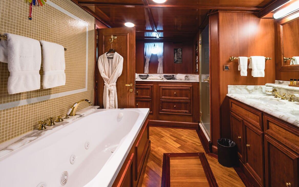 Motor Yacht SEAGULL II Bathroom