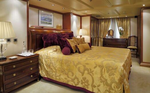 Motor Yacht CHRISTINA O Master Stateroom Bed