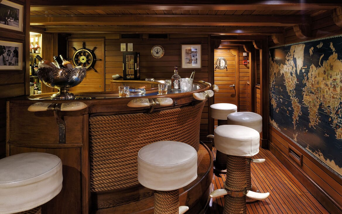 Motor Yacht CHRISTINA O Bar