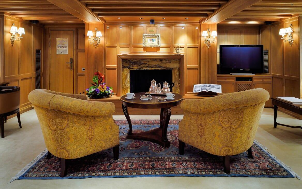 Motor Yacht CHRISTINA O Formal Lounge