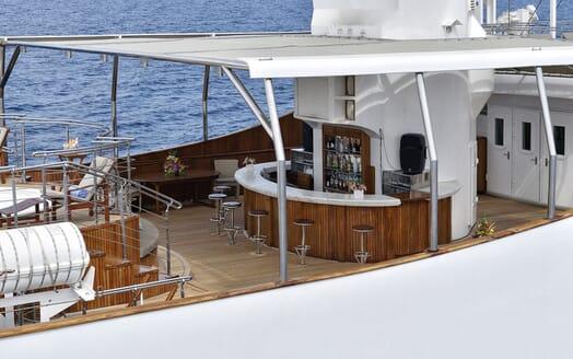 Motor Yacht CHRISTINA O Sun Deck Bar
