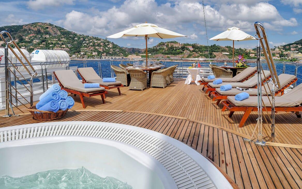 Motor Yacht CHRISTINA O Sun Deck