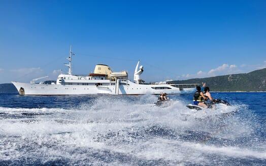 Motor Yacht CHRISTINA O Jetskis