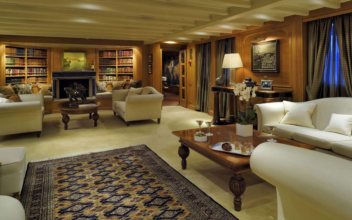 Motor Yacht CHRISTINA O Salon Seating