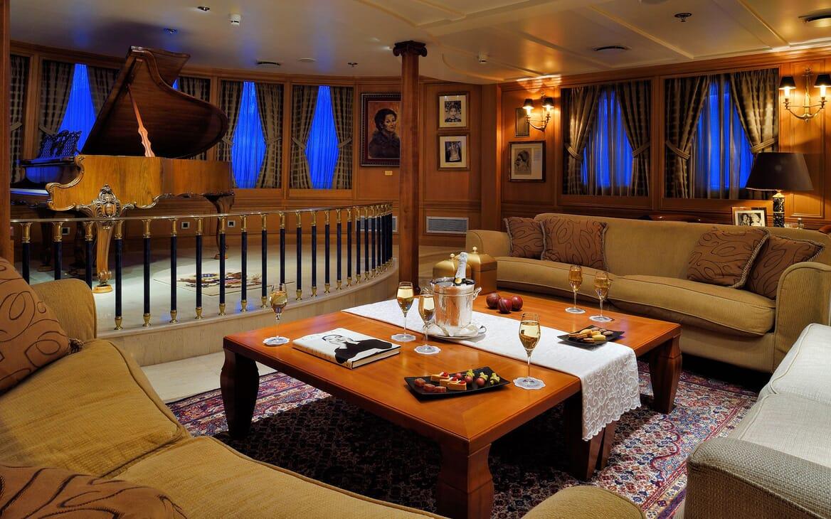 Motor Yacht CHRISTINA O Piano Lounge