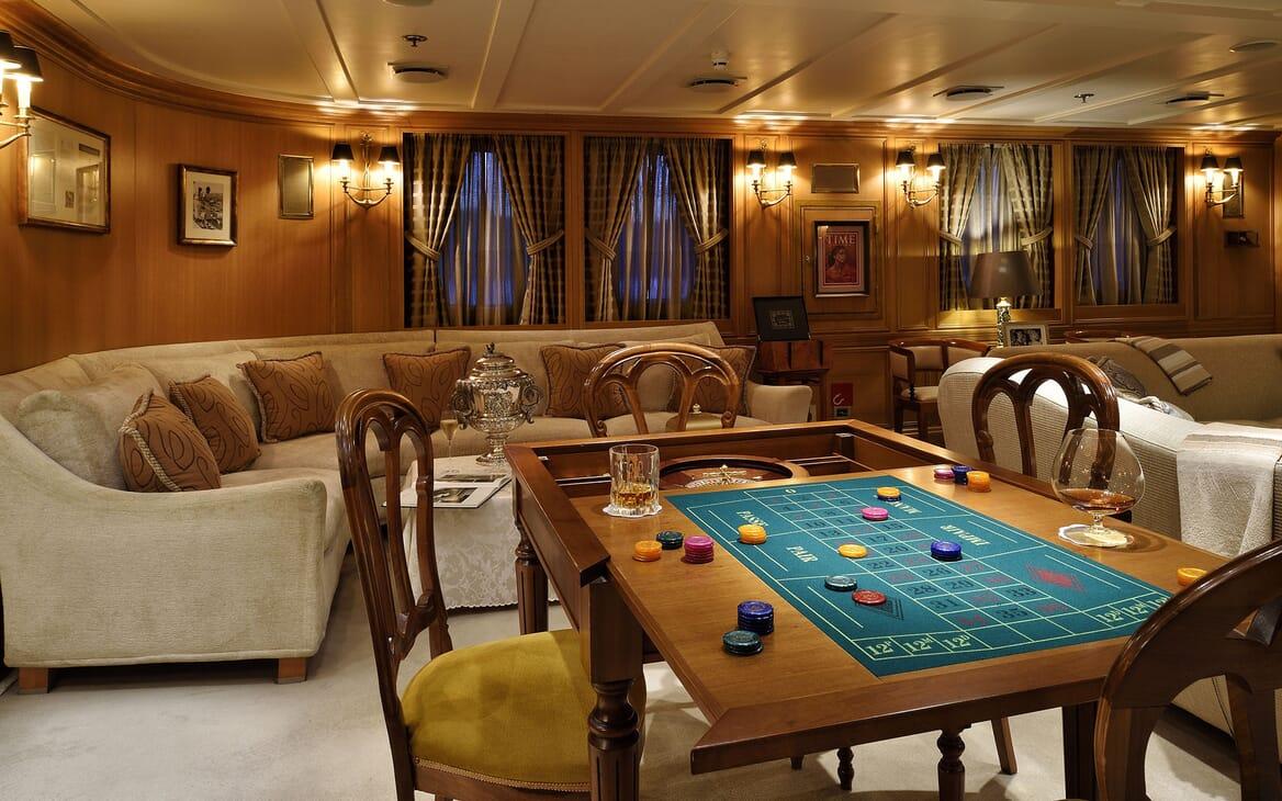 Motor Yacht CHRISTINA O Seating and Games Table