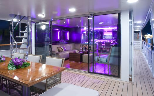 Motor Yacht Paolyre outdoor dining area