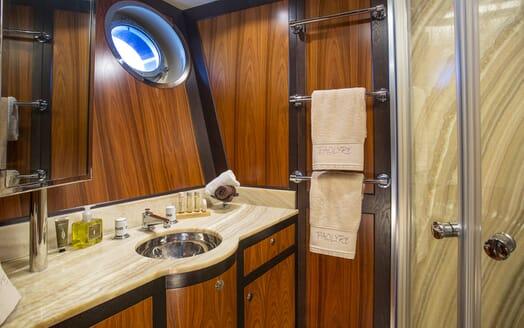 Motor Yacht Paolyre washroom