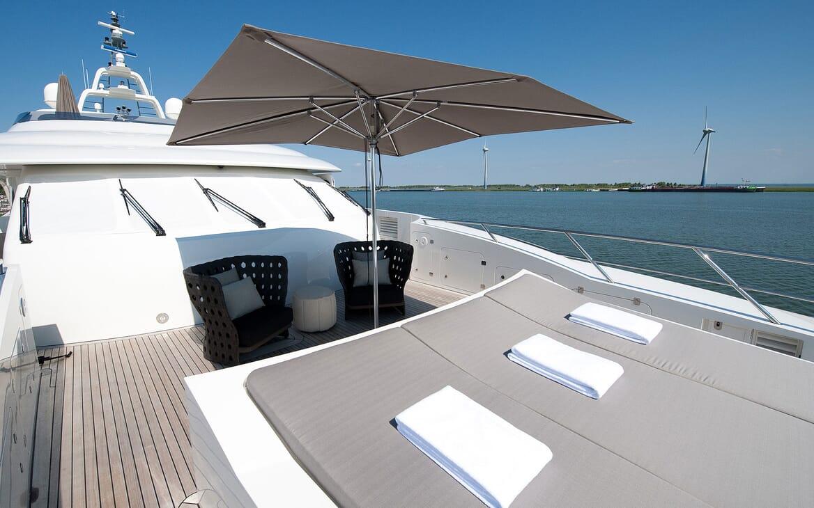 Motor Yacht Latitude sundeck