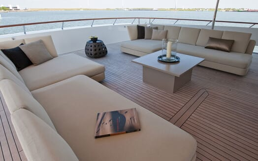Motor Yacht Latitude outdoor seating