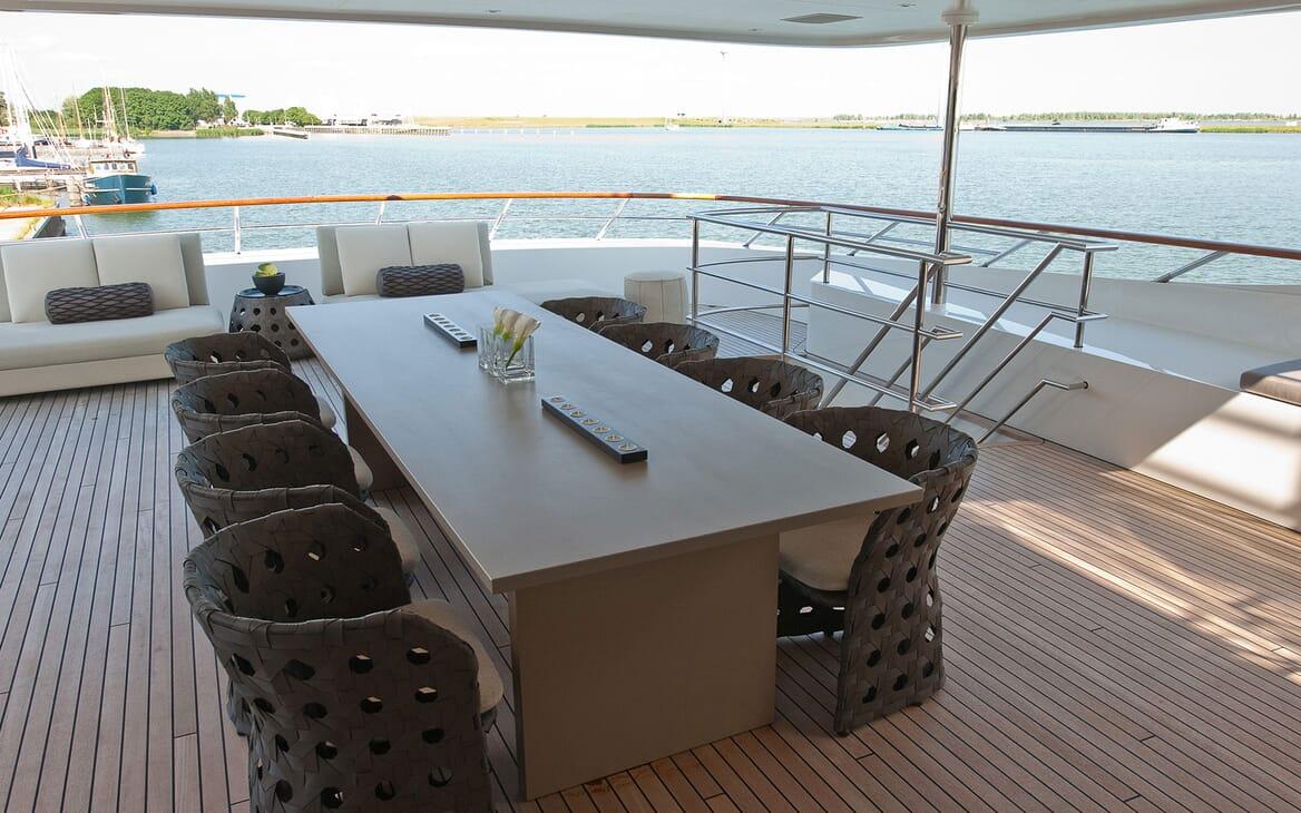 Motor Yacht Latitude outdoor dining area