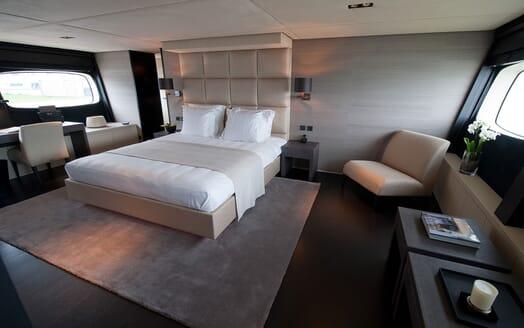 Motor Yacht Latitude master cabin
