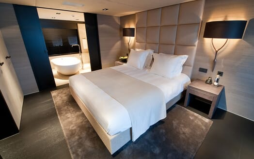 Motor Yacht Latitude VIP cabin