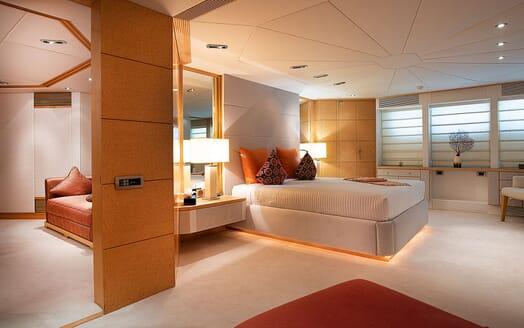 Motor Yacht DEEP BLUE II Master Stateroom