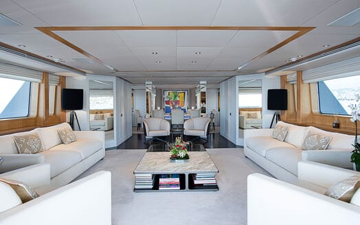 Motor Yacht DEEP BLUE II Main Saloon