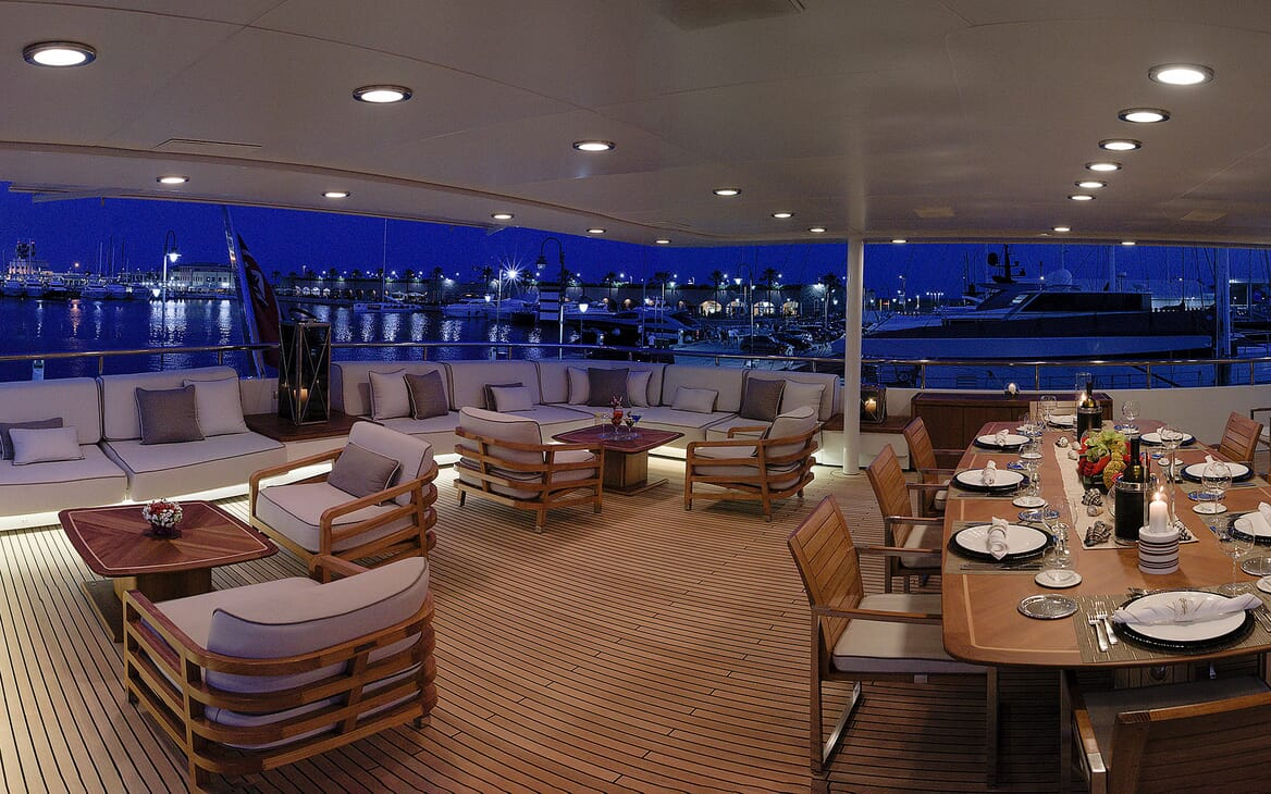 Motor Yacht DEEP BLUE II Main Aft Deck Dining and Seating