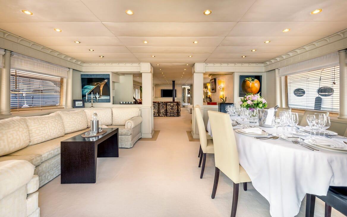 Motor Yacht Superfun living area