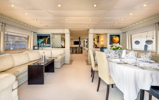 Motor Yacht Superfun living area