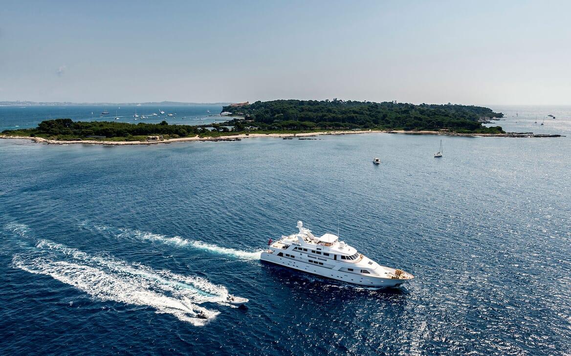 Motor Yacht Superfun toys
